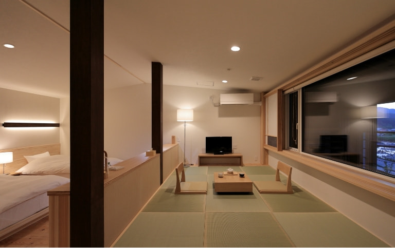 写真:C-TYPE室内、畳敷きの小上がり